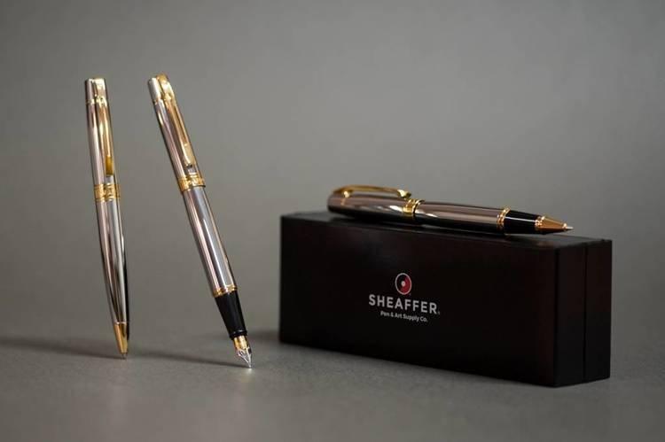 9342 PN Pióro wieczne Sheaffer kolekcja 300, chrom, wykończenia w kolorze złotym
